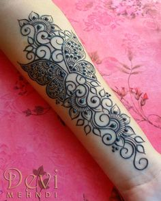 Best Indian Mehndi Designs - Mehndi or Henna is a form of body art based on dyes prepared from the plant called Lawsonia inermis. It is an immensely famous and widely used technique for adorning the body. Henna Hand Designs, Mehndi Designs Finger, Indian Mehndi Designs, Wedding Mehndi Designs, Mehndi Designs For Fingers, Henna Tattoo Designs, Henna Flower Designs, Indian Henna, Mehandi Designs