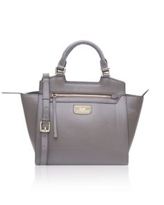 Handcrafted in gorgeous leather, The Paul Costelloe Wista, is a medium sized handbag designed to serve you every single day. Be it work or travel, the size of The Wista finds its place & use everywhere!