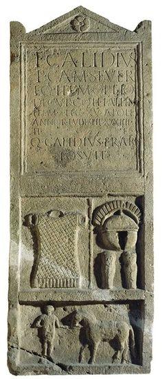Stele funeraria di T(itus) Calidius Severus, centurione della XV legione di stanza a Carnuntum sul Danubio  (I-III sec. d.C.) - Kunsthistorisches Museum Wien - Archeo