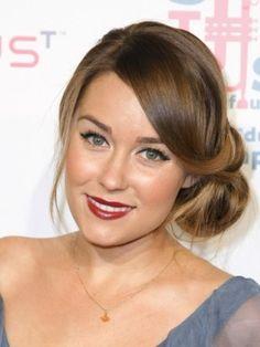 Video: Peinado con recogido a un lado | Cuidar de tu belleza es facilisimo.com