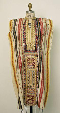 Wedding tunic Date: century Culture: Tunisian Medium: cotton, silk, metallic, synthetic — at The Metropolitan Museum of Art, New York. Ethnic Fashion, African Fashion, Boho Fashion, Vintage Fashion, Fashion Design, Collection Eid, Estilo Hippy, Hippy Chic, African Textiles