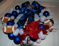 My How-To guide for making a team spirit wreath using the holiday clearance bin #NFL #TailgatingTreasures #Giants