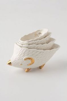 hedgehog measuring cups via anthropologie I think I'm gonna start collecting cute measuring cups