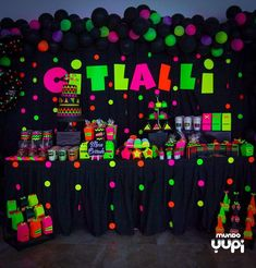 Happy Birthday Celebration, 13th Birthday Parties, Birthday Party For Teens, Glow Party Decorations, Birthday Decorations, Glow In Dark Party, Glow Crafts, Lorie, Neon Birthday