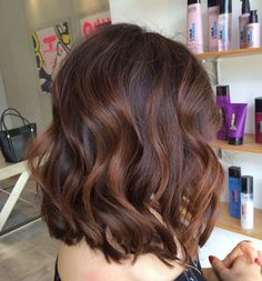 Balayage Hair Color Trends For Everyone From Brunettes To Perfect Blonde. Ombre Highlights For Brown Hair And Caramel Balayage Color For Lighter Hair. Brown Balayage Bob, Brown Hair With Highlights, Hair Color Balayage, Balayage Hairstyle, Short Balayage, Color Highlights, Ombre Hair, Haircolor, Auburn Balayage
