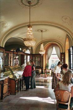 Cafe Gerbeaud, Budapest. HU.-