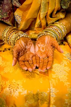 Gorgeous Indian bride opens palms, shows off bridal henna and wedding jewelry Indian Wedding Henna, Bridal Henna, Indian Weddings, Indian Bridal, New York Bride, Traditional Indian Wedding, Purple Love, Mellow Yellow, Color Yellow