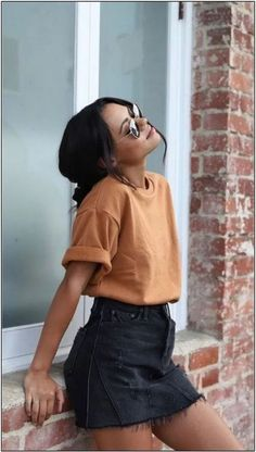 Spring Summer Fashion - Yellow T-Shirt - Black Denim Skirt - Street Style - Street Style Outfits Tumblr Mode, Pullover Rock, Paris Mode, Casual Summer Outfits, Outfits Spring, Outfit Ideas Summer, Black Denim Skirt Outfit Summer, Tumblr Summer Outfits, Winter Outfits
