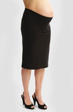 This sleek, slim fitting maternity skirt by Japanese Weekend gives the pregnant body a long and lean line. A woven bengaline fabric to gives structure and four way stretch for a flattering fit. Maternity Pants, Maternity Wear, Maternity Dresses, Maternity Fashion, Maternity Style, Maternity Clothing, Pregnancy Style, Professional Maternity Clothes, Professional Dresses