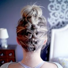Updo Tutorials You Might Just Be Able to Master Before the Holidays - Hair - Hochsteckfrisur High Bun Hairstyles, Greasy Hair Hairstyles, Holiday Hairstyles, Trending Hairstyles, Work Hairstyles, Quick Hairstyles, Short Hair Bun, Short Hair Styles Easy, Easy Braided Updo