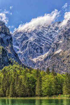Die beeindruckende Bergkulisse am #Königssee #Bayern #Germany