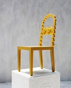 We all got used to minimal, mid-century or other trendy chairs created by modern designers but what would you say to a fun caricature chair?