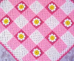 Gingham_daisy_baby_afghan --- adorable take on the classic granny square