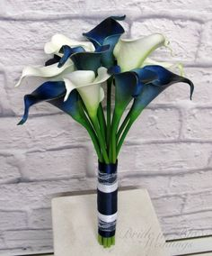 Calla lily wedding bouquet is designed from our real touch flower collection. These callas are so soft to touch & look very real. There are 14 navy / white mini calla lilies in this bouquet. Each calla bloom measures 2 Lily Bouquet Wedding, Calla Lily Bouquet, Purple Bouquets, Calla Lillies, Purple Wedding Flowers, Fake Flowers, Blue Bouquet, Bridesmaid Bouquets, Color Azul Rey