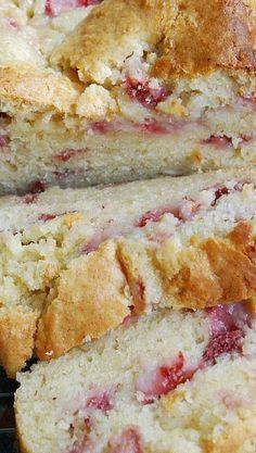 Strawberry Cream Cheese Bread- sub strawberry almond yogurt Fresh Strawberry Recipes, Strawberry Bread, Strawberry Desserts, Strawberry Patch, Yummy Treats, Delicious Desserts, Dessert Recipes, Yummy Food, Fruit Bread