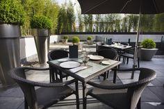Las cremas de temporada y las ensaladas son el punto fuerte de una carta que se complementa con una selección de más de 20 marcas de ginebra y que convierte a la terraza del céntrico AC Hotel Atocha en uno de los lugares frecuentados por los amantes del combinado de moda: el gintonic.