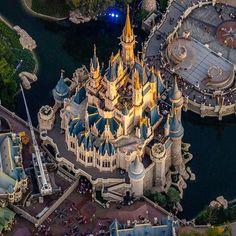 👀 Unique view 🏰😃   via  Disney Day, Disney Cruise Line, Disney Magic, Walt Disney World Vacations, Disney Trips, Disney Parks, Disneyland Orlando, Tokyo Disneyland, Disney California