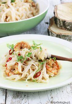 Makaron ryżowy z krewetkami, 2 Polish Recipes, Polish Food, Wok, Spaghetti, Meals, Ethnic Recipes, Meal, Polish Food Recipes, Yemek
