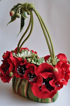 Felted Poppy Handbag. Gorgeous design! Wish I knew who the artist was...