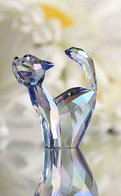 I found a cat for you Johnneta! lol Swarovski Lovlots Tom the Cat Swarovski Crystal Figurines, Swarovski Crystals, Glass Figurines, Glass Animals, Crystal Collection, Oeuvre D'art, Ideias Fashion, Glass Art, Sculptures