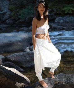 Cotton Harem Pants, Black Harem Pants, Nomad Fashion, Women's Fashion, Yoga Pants Loose, Samurai Pants, White Outfits, Pants For Women, White Shawl