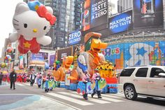 Tips for Watching the Macy's Day Parade in Person plus tons of other great travel tips Macys Thanksgiving Parade, Happy Thanksgiving, New Smyrna Beach, Tis The Season, Favorite Holiday, Cute Drawings, Traveling By Yourself, Seasons, Travel Tips