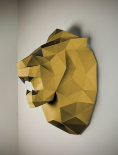 And the golden lion goes to ... YOU! For this, you do not even need to travel to the festival in Cannes: Get the dazzling lion trophy in the low poly design directly at home and assemble the paper art yourself.