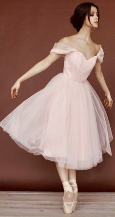 New dancing girl photography beautiful dancers ideas Ballet Costumes, Dance Costumes, Pretty Dresses, Beautiful Dresses, Dance Poses, Ballet Photography, Ballet Beautiful, Dance Pictures, Girl Dancing