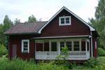 Kindvriendelijk-2 slpkm-wifi Midden in Värmland tussen Hagfors en Ekshärad, vlak bij de Klarälven (de grootste en mooiste rivier van Zweden) en diverse meren, ligt ons sfeervolle vakantiehuis, rustig gelegen tussen Södra Skoga en Norra Skoga.