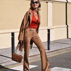 PATRIZIA CASARINI 🇮🇹 (@patzhunter) • Photos et vidéos Instagram Older Models, Flare Pants, Older Women, Casual Chic, Milan, Old Things, Instagram, Street Style, London