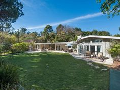 Brooks and Miss Yearwood, as he still affectionately calls her, bought the house in 2008 for just under $5 million, about 10 percent off its original asking price.