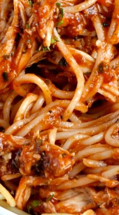 This Chicken Spaghetti Recipe is a delicious red sauce, complimented perfectly with chicken and served over spaghetti - a family favorite! French Spaghetti Recipe, Spaghetti Red Sauce Recipe, Chicken Spaghetti Red Sauce, Chicken Spaghetti Casserole, Spaghetti Squash, Macaroni Recipes, Chicken Pasta Recipes, Pasta Dishes, Food Dishes