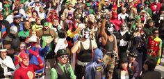 Não é de hoje que postamos diversas imagens e vídeos de eventos com Cosplayers. Pois é, e este ano foi mais do que especial na DC Comics. O vídeo abaixo relata alguns dos diversos cosplayers do universo DC. O vídeo foi produzido por Blake Faucette da Distractotron.
