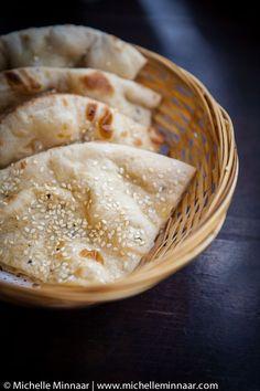 Peshwari Naan - an Indian naan bread stuffed with sweet, dried fruit - Food Ideas - breadrecipe Indian Bread Recipes, Recipes With Naan Bread, Indian Breads, Indian Naan Bread Recipe, Indian Dishes, Peshwari Naan Recipe, Scones, Comida India, Types Of Bread