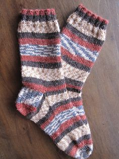 Ready to knit your first pair of socks? This pattern is perfect to practice your sock knitting basics. This sock uses the Magic Loop technique for its construction of a basic, top-down sock. Get the free knitting pattern at Craftsy! Knitted Socks Free Pattern, Crochet Socks, Knit Mittens, Knitting Patterns Free, Free Knitting, Knit Socks, Knitted Slippers, Sock Loom Patterns, Knitting