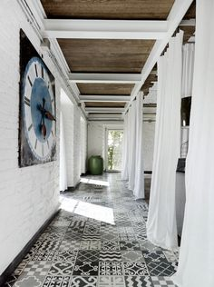 The black and white is an excellent choice for this breezy hallway