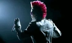 Jared Leto spin during Thirty Seconds To Mars video for Closer To The Edge - pomegranate mohawk gif Jared Leto Gif, Medium Length Hair Up, Mohawk For Men, Pastel Blonde, Thirty Seconds, 30 Seconds, Brunette Ombre, Life On Mars, Shannon Leto