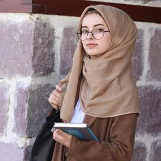 May Allah make the hearts warm, your actions to cool Kalp May Allah make the hearts warm, your actions to cool Kalp Stylish Hijab, Casual Hijab Outfit, Hijab Chic, Beautiful Muslim Women, Beautiful Hijab, Hijabi Girl, Girl Hijab, Estilo Abaya, Hijab Makeup