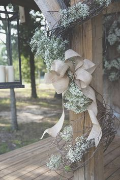 I've never been a huge fan of burlap or baby's breathe but when you put them together.....they are just classic!  Cheyenne & Crystal Photo By Erin Powell Photography