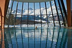 WINTERFREUDEN ❄️ im KRONENHOF #9 Gemütlich im warmen Pool entspannen und das verschneite Bergpanorama bewundern. #GrandHotel #Kronenhof #Spa #Pontresina #Engadin