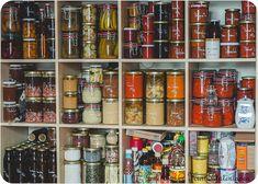 Einsacken im Jahreslauf***** Healthy Eating Tips, Healthy Nutrition, Clean Eating, Diy Storage Shelves, Distressed Kitchen, Mini Farm, Vegetable Drinks, Canning Recipes, Food Packaging