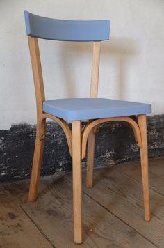 Bleuette - Chaise bistrot Baumann relookée - rénovée à la main, assise et dossier repeints couleur Bleuet