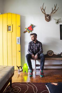 A casa de Vicente Negrão é um reflexo de seu trabalho. Colorido e artístico. / Vicente Negrão's home is a reflection of his work. Colorful and artistic.