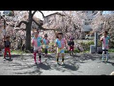 Japanese children performing street dance.MP4