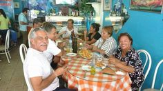 Mario Mendez con su esposa & amigos. March 31, 2016.