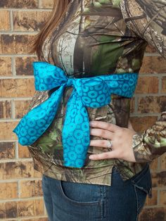 Gender Reveal. It's a BOY...love the touch of camo! Definitely want to do a gender reveal! =)