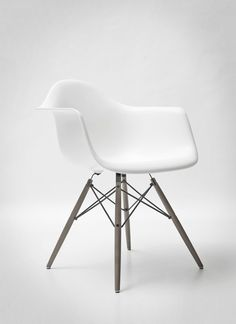 Eames Molded Plastic Side Chair - Herman Miller