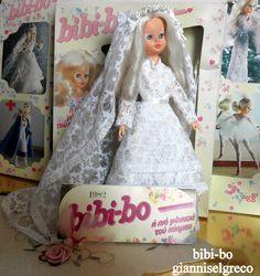 """In 1981 en in 1982 bracht ze haar dagboek bibi-bo. De maand mei de bibi-bo geklede bruid """"Bloemen citroen""""! 1981-ben és 1982-ben megjelent naplójában bibi-bo. Május hónapban a bibi-bo öltözött """"menyasszony """"Virágok citrommal""""! I 1981 og i 1982 udgivet sin dagbog bibi-bo. Maj måned den Bibi-bo klædt  brud """"Flowers of citron""""!"""