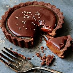 Chocolate Caramel Tarts and the 2011 Holiday Recipe Exchange. This week's theme: Chocolate! (giveaway)