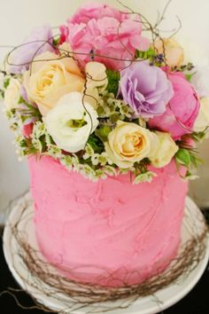 buttercream cake with fresh floral posy for Mon Tresor dessert table Gorgeous Cakes, Pretty Cakes, Amazing Cakes, Mothers Day Cake, Happy Mothers, Pastry Cake, Buttercream Cake, Pink Frosting, Occasion Cakes